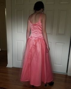 Jessica McClintock  for Gunne Sax Dresses - Coral pink formal gown tulle over satin